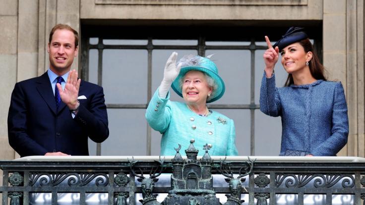 Die britische Königsfamilie zeigt sich am selben Tag im Fernsehen, an dem das TV-Interview mit Prinz Harry und Herzogin Meghan ausgestrahlt wird.