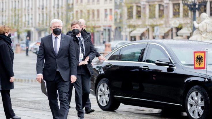 Bundespräsident Frank-Walter Steinmeier (l) kommt zu einer Gedenkfeier anlässlich des zentralen Gedenkens für die Verstorbenen in der Corona-Pandemie. (Foto)