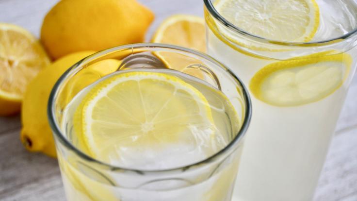 Ist eine Zitronenscheibe im Mineralwasser unverzichtbar? (Foto)