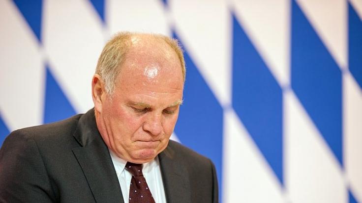 Verbrecher Uli Hoeneß: Der 62-Jährige will trotz seiner Steuersünden Bayern-Präsident bleiben.