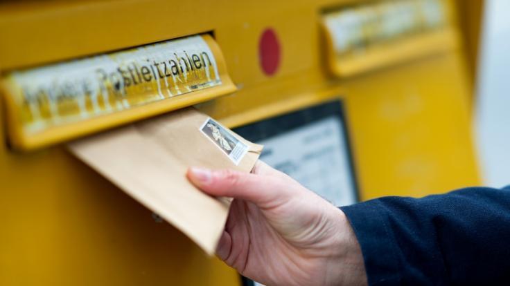 Die Post wird anscheinend ihr Briefporto stärker erhöhen als bisher erwartet. (Foto)