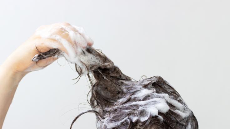 Aleema Ali verwendete Läuse-Shampoo und plötzlich stand sie in Flammen. (Foto)