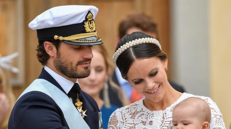 Prinzessin Sofia und Prinz Carl Philip von Schweden mit ihrem Erstgeborenen, Prinz Alexander.