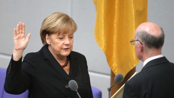2013 trug Angela Merkel die gleiche Kette noch einmal. (Foto)