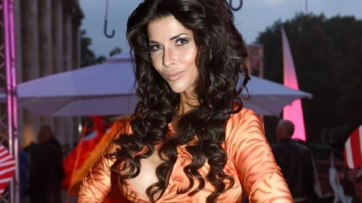 Micaela Schäfer wünscht sich mehr nackte Brüste von den Dschungelcamperinnen. (Foto)