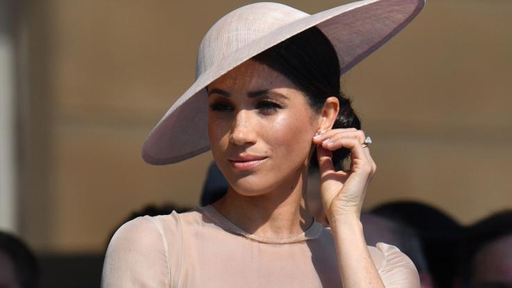 So sieht Herzogin Meghan Markle aktuell nicht aus. Sie hat mehr Kurven als sonst. (Foto)