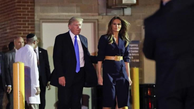 Donald Trump und Frau Melania verlassen nach einem Krankenbesuch bei Steve Scalise die Klinik. (Foto)
