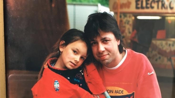 Altes Kinderfoto von Janina Uhse und ihrem Papa Bernd Uhse.