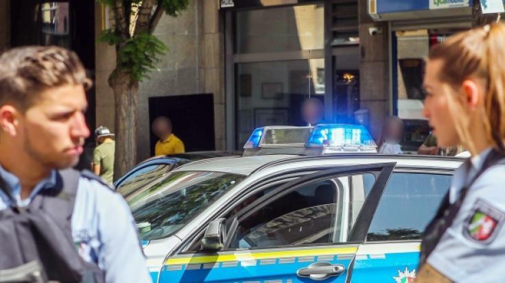 Vor einem Friseursalon in der Hansastraße in Dortmund ist es zu einer Schießerei gekommen, bei der ein Mann verletzt wurde.