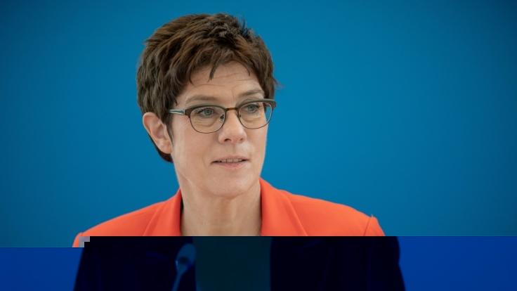 Verteidigungsministerin Annegret Kramp-Karrenbauer geht vorsorglich in Corona-Quarantäne. (Foto)