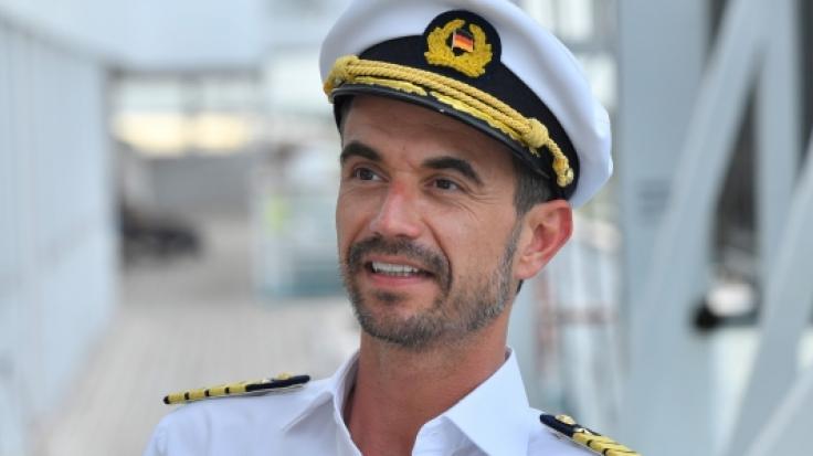 """Florian Silbereisen in seiner Rolle als """"Traumschiff""""-Kapitän. (Foto)"""