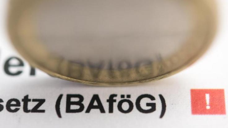 Die Beantragung von Bafög ist mit etwas Papier-Arbeit verbunden, aber sie kann sich lohnen. (Foto)