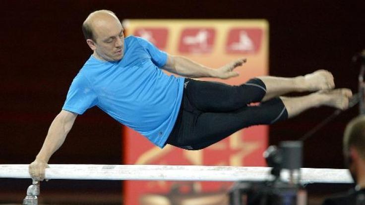 TV-Star Bernhard Hoecker macht auch als Sportskanone eine blendende Figur.