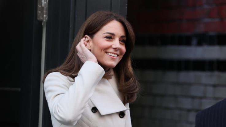 Queen Elizabeth II. soll bereit sein, ihre Krone an Kate Middleton zu übergeben. (Foto)