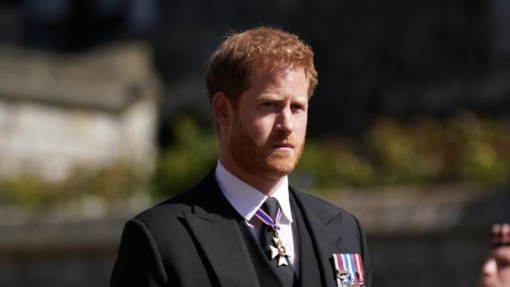 Prinz Harry lässt sich trotz seiner angeblichen Umwelt-Liebe mit einem bezinfressenden VIP-Shuttle umherfahren. (Foto)