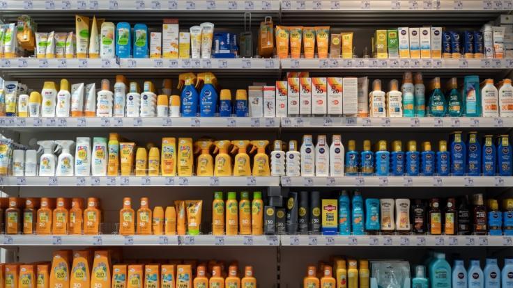 Sonnenanbeter haben die Qual der Wahl: Welches Sonnenschutzmittel ist am besten? (Foto)
