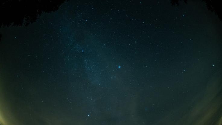 Im Februar sind nur wenige Sternschnuppen am Himmel sichtbar. (Foto)