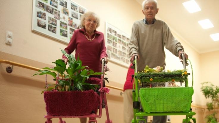 Unter dem Motto «Pimp my Rollator» wetteiferten die rüstigen Rentner um die am verrückteste Gehhilfe. (Foto)