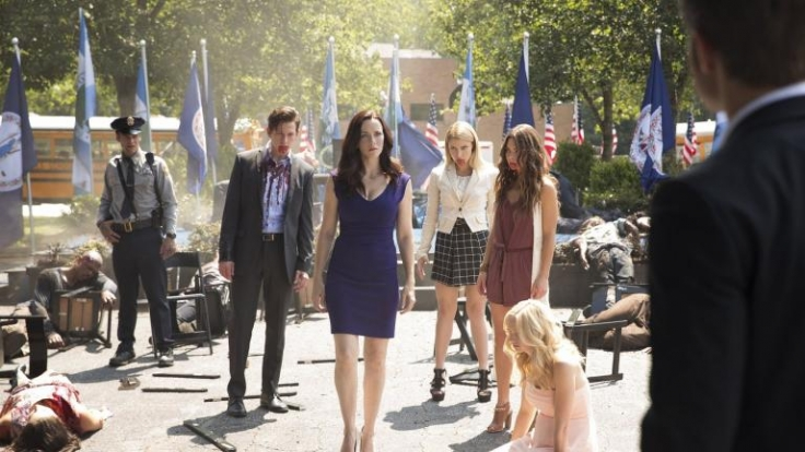 Eigentlich versucht Lily (3.v.l.) nur die wahre Natur ihrer Kinder zu verstecken, doch Stefan, Matt und Caroline müssen schnell erkennen, dass Lily nicht die volle Kontrolle hat über sie hat.