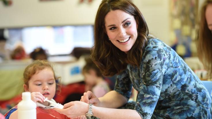 Es ist nicht zu übersehen: In der Gesellschaft von Kindern blüht Herzogin Kate regelrecht auf.