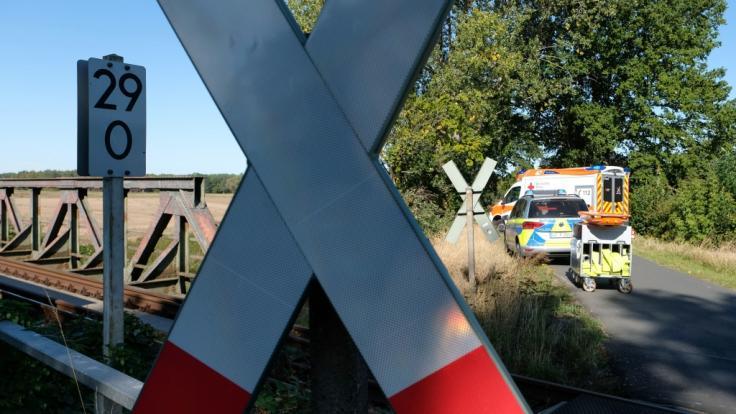 Ein 43-jähriger Mann wurde im niedersächsischen Ganderkesee von einem Zug erfasst und getötet (Symbolbild).
