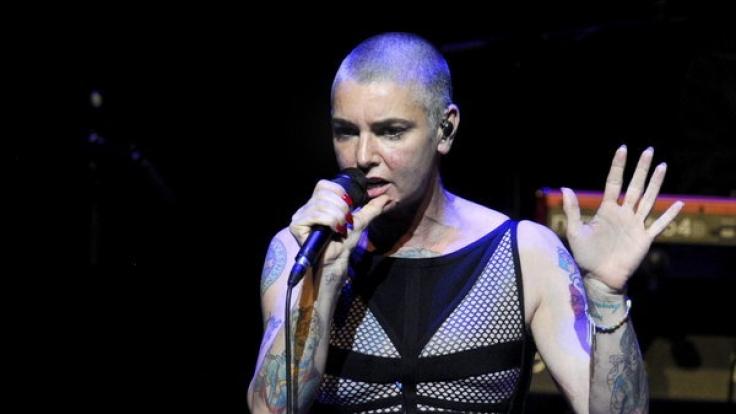 Den Kopf kahl rasiert und eine unvergleichliche Stimme: Sinéad O'Connor wird 50. (Foto)