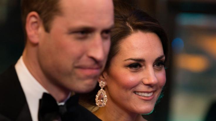 Herzogin Kate und ihr Ehemann Prinz William gelten als faul und öffentlichkeitsscheu - sogar die Queen mit ihren 90 Jahren ackert mehr als die jungen Royals.