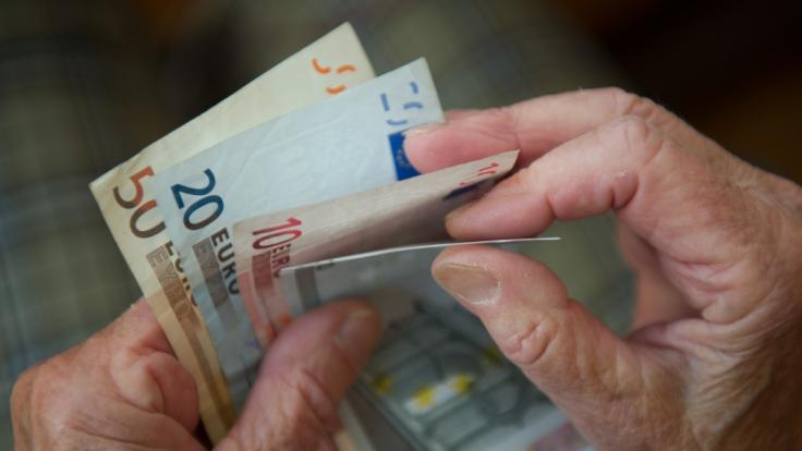 Die GroKo will die Grundrente trotz Steuerloch einführen. Doch wie wird sie nun finanziert? (Foto)