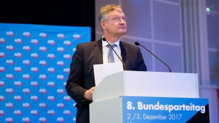 Jörg Meuthen, AfD-Bundesvorsitzender, steht am 02.12.2017 beim Bundesparteitag der Alternative für Deutschland im HCC Hannover Congress Centrum in Hannover.