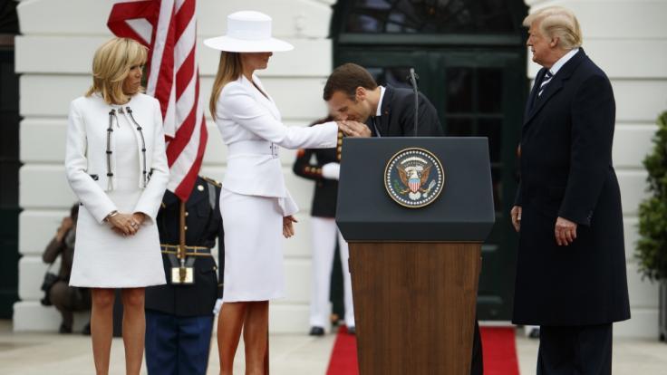 Gentleman wie aus dem Bilderbuch:Emmanuel Macron.