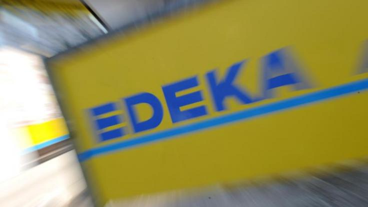 Edeka ruft aktuell mehrere Eistee-Sorten zurück.