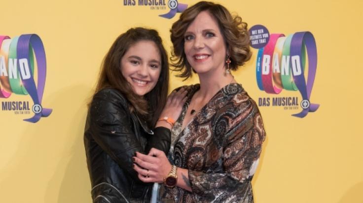 Daniela Büchner hat mit ihrer Teenie-Tochter Jada (links) einigen Kummer.