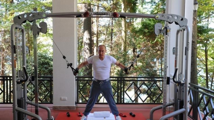 Putin lässt die Muskeln spielen. (Foto)