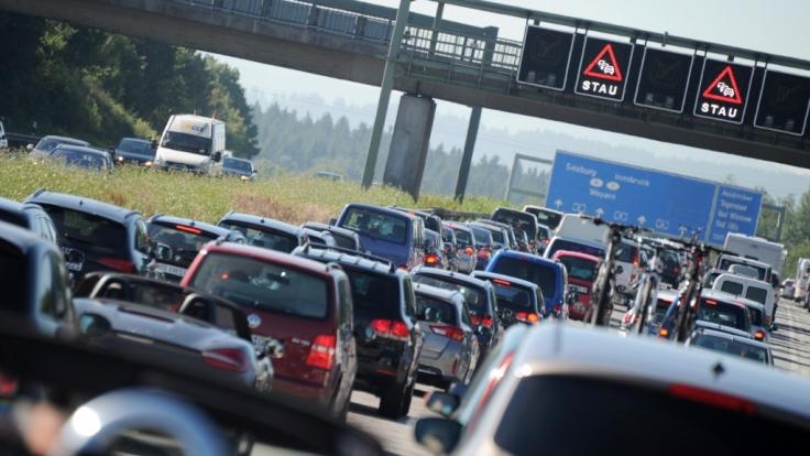 An Fronleichnam wird es eng auf Deutschlands Straßen.