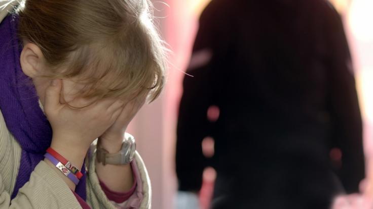 In Pakistan wurde ein zehnjähriges Mädchen offenbar zunächst missbraucht und dann getötet (Symbolbild).