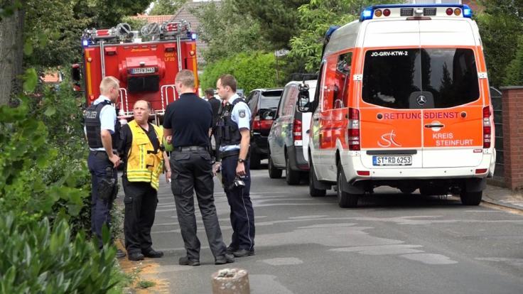 In Greven (Münsterland) sind zwei kleine Kinder in einen Gartenteich gefallen - die Geschwister starben.
