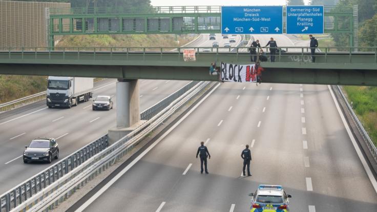 Die Aktivisten haben mit ihrer Banneraktion mehrere Autobahnen rund um München lahmgelegt. (Foto)