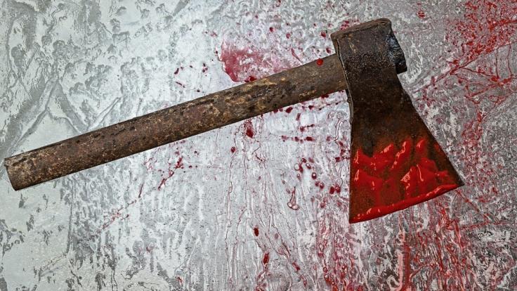 Ein Mann aus Russland soll seine Ex-Frau und seine ehemaligen Schwiegereltern mit einer Axt erschlagen haben (Symbolbild). (Foto)