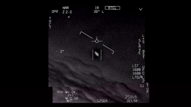 Das Standbild eines vom US-Verteidigungsministerium veröffentlichten Videos zeigt ein Unidentifiziertes Flugobjekt, das von Piloten der US-Marine gesichtet wurde. (Foto)