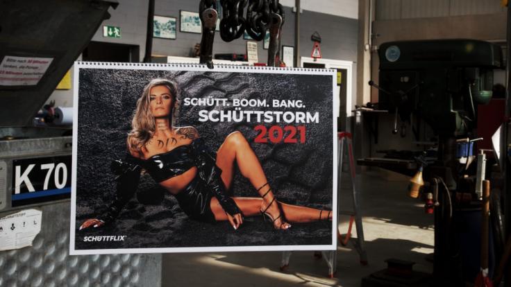 Sophia Thomalla hat sich für den neuen Schüttflix-Kalender erneut schmutzig gemacht.