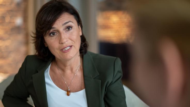 """Sandra Maischberger tauscht sich in der aktuellen Sendung von """"maischberger. die woche"""" am 26. Mai 2021 mit ihren Gästen zu aktuellen Themen aus. (Foto)"""