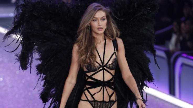 Bei der Tom-Ford-Fashionshow in L.A. stahl Gigi Hadid im Nacktkleid ihren Kolleginnen die Show. (Foto)