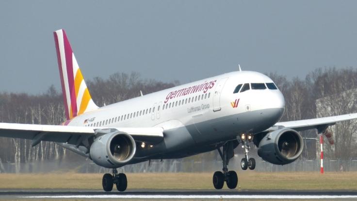 Beim Absturz einer Germanwings-Maschine auf dem Weg nach Düsseldorf sind in Südfrankreich wahrscheinlich alle 150 Menschen an Bord getötet worden.