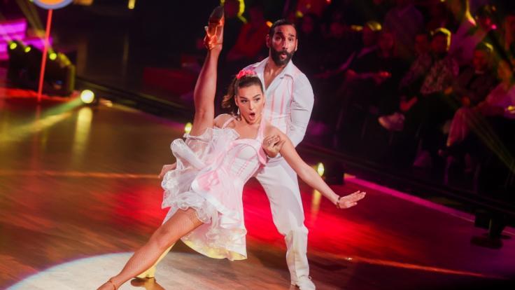 """Lili Paul-Roncalli und Massimo Sinato stehen auch in der neunten Live-Show von """"Let's Dance"""" am 01.05.2020 auf dem Parkett. (Foto)"""