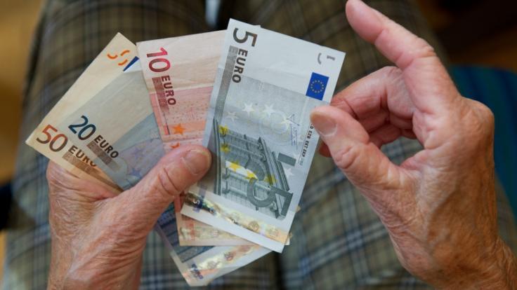 Deutschlands Rentner und Pensionäre können sich dem aktuellen Alterssicherungsbericht 2020 der Bundesregierung über ein komfortables Rentenpolster freuen (Symbolbild).