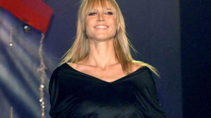 Heidi Klum im Jahre 2003 bei einer Fashion Show in Dublin. Höschen-Blitzer inklusive.