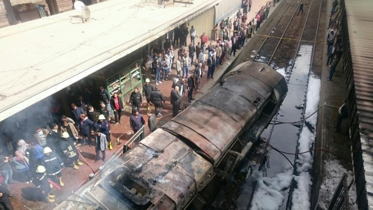 Bei dem Feuer in Kairos Hauptbahnhof sind nach Angaben aus Sicherheitskreisen mehrere Menschen getötet und verletzt worden. (Foto)
