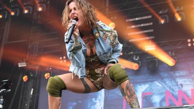 Jennifer Weist ist um knappe Kleidung nie verlegen.