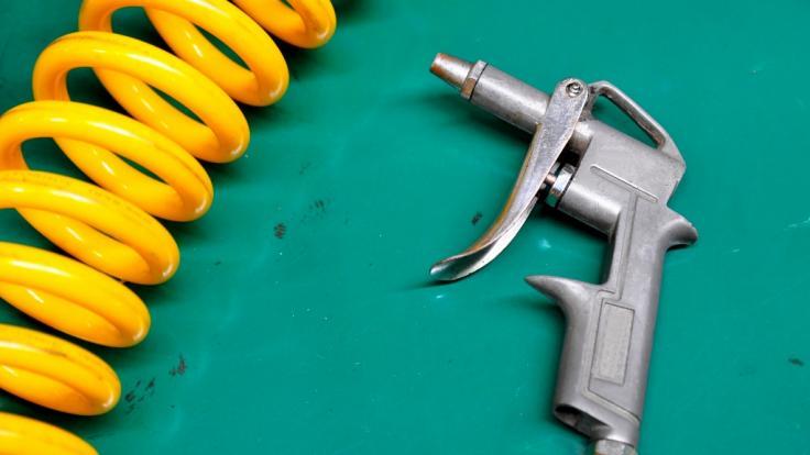 Ein Scherz unter Freunden mit einer Druckluftpistole hatte für einen 30-Jährigen aus Indien schmerzhafte Folgen (Symbolfoto).