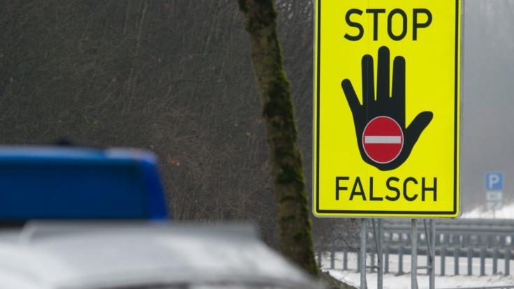 In Spanien ist der Polizei ein Geisterfahrer mit einer verwesten Leiche auf dem Beifahrersitz ins Netz gegangen (Symbolbild).